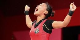 Windy Cantika Aisah meraih medali perdana untuk Indonesia di Olimpiade Tokyo 2020 dari cabang Angkat Besi (Foto AFP/Vincenzo Pinto)