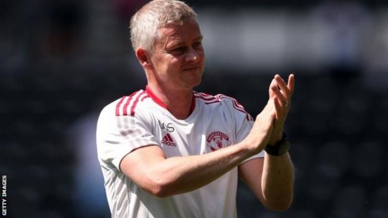 Ole Gunnar Solskjaer perjang kontraknya bersama Manchester United hingga 2024. bbc.com