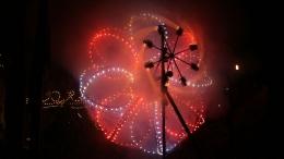 Roda Catherine (kembang api). Sumber: https://en.wikipedia.org/wiki/Catherine_wheel_(firework)