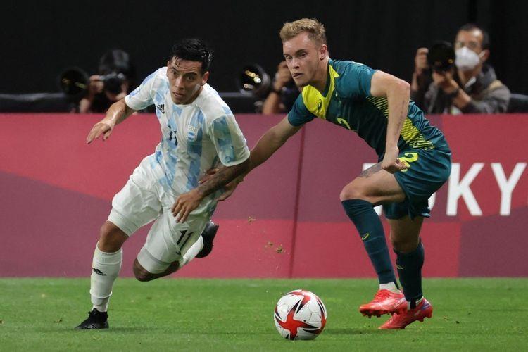 Aksi pemain Argentina Ezequiel Barco (kiri) saat laga melawan Australia. foto: afp/asano ikko dipublikasikan kompas.com