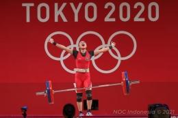 Lifter Indonesia Windy Cantika Aisah berhasil mempersembahkan medali pertama bagi Indonesia yakni perunggu dalam Olimpiade Tokyo 2020 Sabtu (24/7/2021).(NOC INDONESIA)