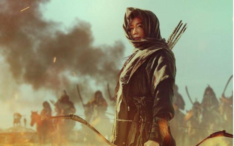 Dengan fasilitas nternet kita dapat menonton film Kingdom, Ashin of The North (Sumber: idntimes.com)