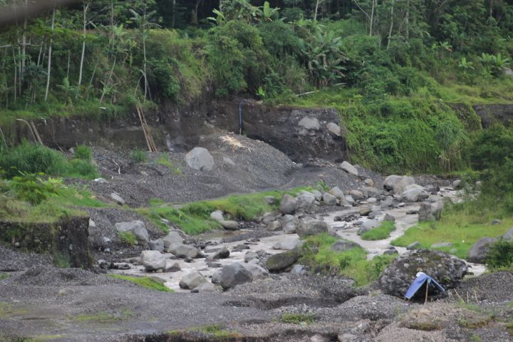 Sungai Pabelan kini yang sering dikeruk pasirnya (Foto Joko Dwiatmoko)