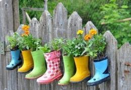 Sepatu Bekas Sebagai Media Tanam. Sumber weheartit.com/rosanna_ottomano