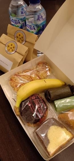 Kue dalam snack box (Meita)