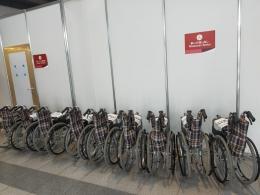 Dokumentasi pribadi, dari teman di Chiba | Belasan kursi roda di setiap venue, untuk menjemput penonton yang membutuhkan kursi roda. Dan, akan ada petugas yang membantu .....