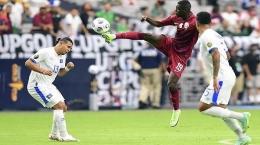 Aksi Almoez Ali (tengah) saat Timnas Qatar menghadapi El Salvador di perempat final Piala Emas (Tribunnews.com)