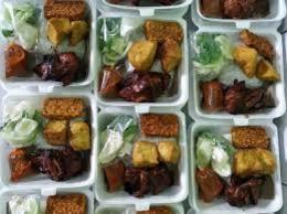 Makanan yang siap di bagi utuk para ojol (dok pri )