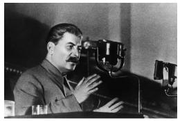 Sumber : https://www.greelane.com/ms/kemanusiaan/sejarah--kebudayaan/joseph-stalin-1779902/