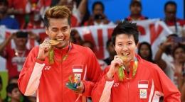 Pasangan Ganda Campuran Liliana-Tontowi menyabet medali emas di Olimpiade Rio 2016 (sumber ilustrasi: m.bola.com)