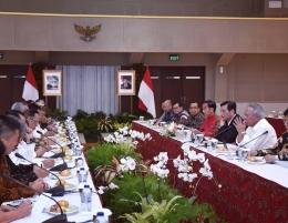 Ratas di Grha Wiksa Putlisbang PUPR untuk membahas penantaan DAS Citarum. Dok. Sekretariat Presiden