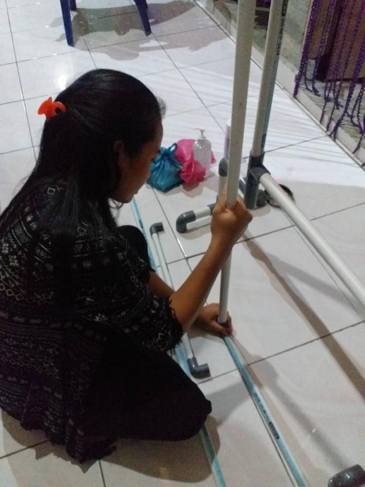Gambar 1 Pembuatan Handless Sanitizer menggunakan Sistem Injak