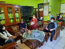 Anwar Beserta Guru SDN Sukamantri - Dokumentasi Penulis