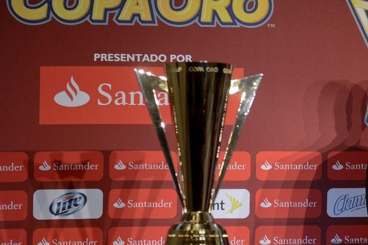 Trofi Gold Cup. Sumber: AFP/Alfredo Estrella/via Kompas.com