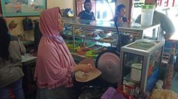 Rumah makan merupakan salah satu tempat yang disasar kebijakan PPKM | Sumber gambar: www.tribunnews.com