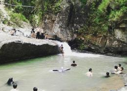 Berenang di sungai (Dokumentaso pribadi)