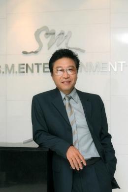 Lee Soo Man pendiri SM Entertaiment sekaligus pencetus perubahan industri musik di Korea Selatan sumber dokumen SM Entertaiment