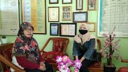 Ibu Wiwi Wihartini ketika diwawancarai terkait pembelajaran daring (Dokpri)