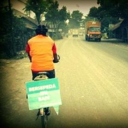 Bersepeda Jarak Jauh sambil Kampanye Bersepeda & Lingkungan . Foto : Dwi Putranto