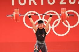 Rahmat Erwin Abdullah, meraih medali perunggu angkat besi kelas 73 kilogram (foto: Kompas.com/NOC Indonesia)