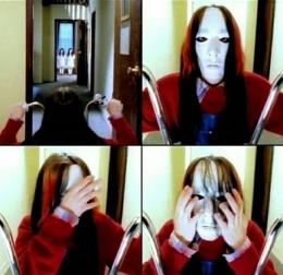 Topeng Joey dalam debutnya dan video klip