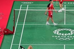 Marcus Fernaldi Gideon dan Kevin Sanjaya Sukamuljo pada Olimpiade Tokyo 2020, pada 27 Juli 2021. (Foto: PEDRO PARDO via kompas.com)