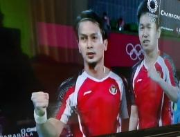 Ahsan Hendra berpose setelah menang atas Kanoda/Kamura(Jepang) di perempat final olimpiade Tokyo 2020.