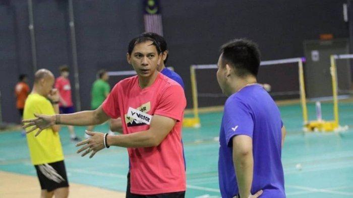 Flandy Limpele saat memimpin latihan tim Malaysia: https://www.instagram.com/ba_malaysia/