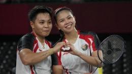 Greysia Polii/Apriyani Rahayu menjadi ganda putri pertama Indonesia yang lolos ke semifinal Olimpiade. (Foto: AP/Markus Schreiber)