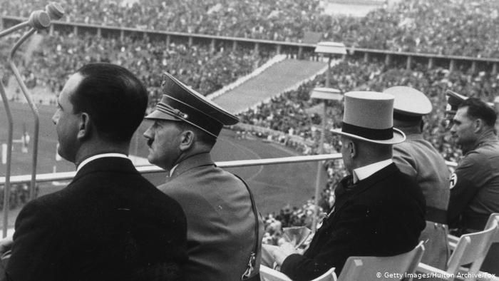 Foto: Hitler menghadiri Olimpiade Berlin. (Sumber: Getty Images).