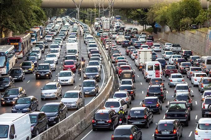 Situasi Kepadatan Kendaraan di Jalan Tol. Sumber Rukita