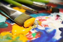 Cat air atau cat akrilik lebih tepat bagi anak yang sedang belajar melukis sebagai permainan edukatif (foto dari bladjar.com)