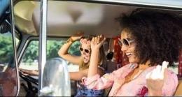 Berjoged bersama Sahabat Saat Di Dalam Kendaraan. Sumber JPNN.com