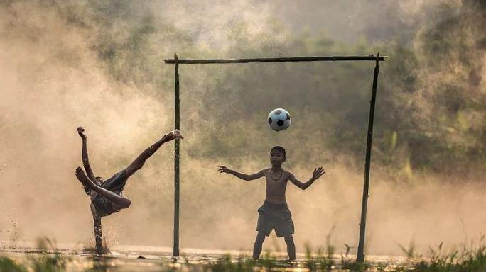 Gambar Anak Main bola via pixbay
