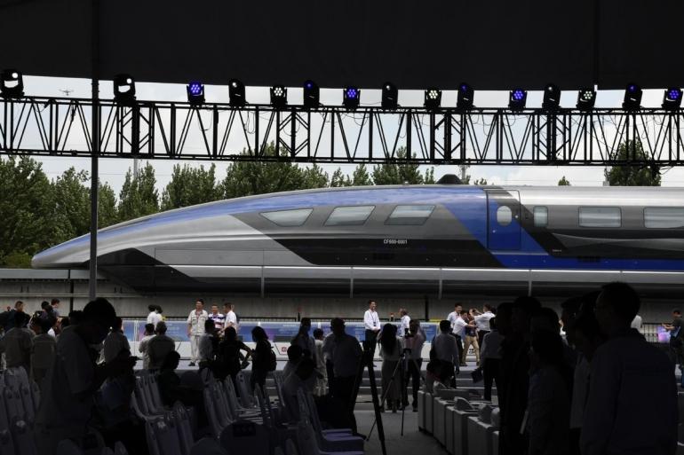 Kereta super cepat maglev memulai debutnya di Cina pada 20/7/21. Foto: Li Ziheng/Xinhua