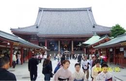 Kuil Tertua Senso-ji di Asakusa yang Banyak Dikunjungi Wisatawan   Koleksi Foto Iffat Mochtar