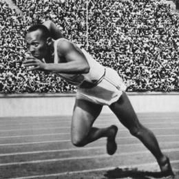 Foto: Prestasi Jesse Owens menghancurkan mitos tentang keunggulan ras Arya (Sumber:Biography.com)