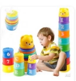 Ilustrasi mainan edukasi anak. Cangkir tumpuk sumber gambar: tangkap layar dari ecommerce