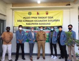 Mahasiswa UPI Mmbagikan Masker dan Handsanitizer di Desa Kamasan (Senin,12 Juli 2021)