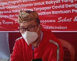Ketua DPC PDI Perjuangan Kab. Cirebon Drs. H. Imron, M.Ag (Bupati Cirebon) saat sampaikan donasi covid-19 (doc.foto Infokom)