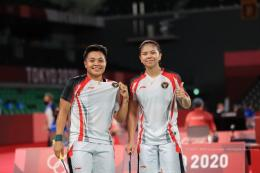 Pasangan ganda putri Indonesia Greysia Polii/Apriyani Rahayu di panggung Olimpiade Tokyo 2020   Sumber: Dokumentasi NOC Indonesia via Kompas.com