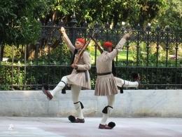 Evzones di depan Istana Presiden- Athena. Sumber: dokumentasi pribadi