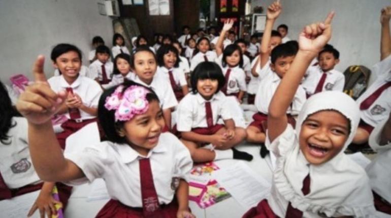 Gambar 1. Anak-anak sedang belajar Sumber: Edyutomo.com