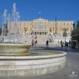 Syntagma Square & Greek Parliament di pusat kota Athena. Sumber: dokumentasi pribadi