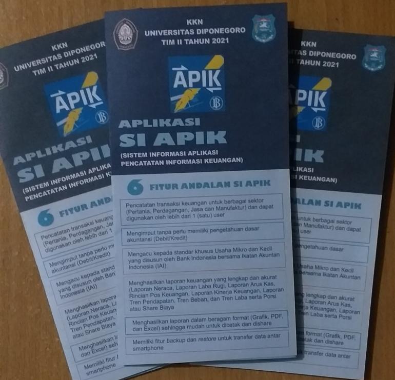Leaflet tentang aplikasi SI APIK sebagai media penyuluhan dan pelatihan pada UMKM/dokpri