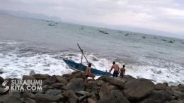 Ditumpangi sedikitnya 12 nelayan yang hendak melaut. Perahu jenis Congkreng karam dan tenggelam diterjang ombak besar/dok.sukabumikita.com