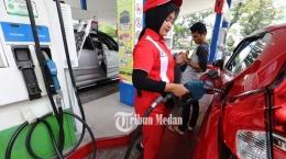 Mengisi bahan bakar pertamax. Gambar: tribunnews.com/ TRIBUN MEDAN/ RISKI CAHYADI