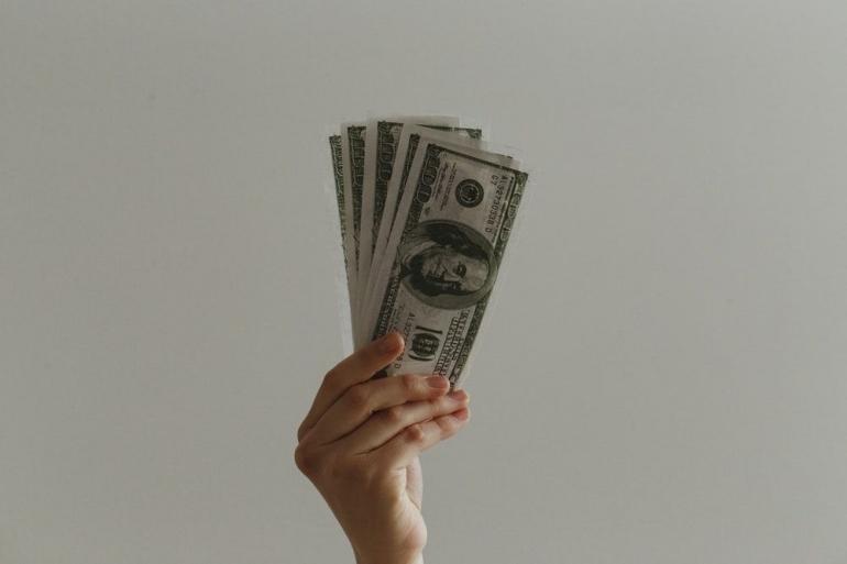 Ilustrasi gaji | Sumber: unsplash.com