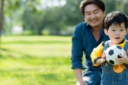 Ilustrasi anak dan orangtua| Sumber: Shutterstock via Kompas.com