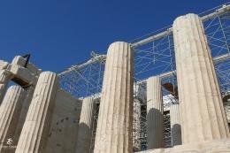 Pilar-pilar dari batu marmer di Acropolis. Sumber: dokumentasi pribadi